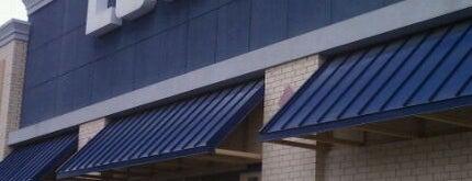 Lowe's is one of สถานที่ที่ Eddie ถูกใจ.