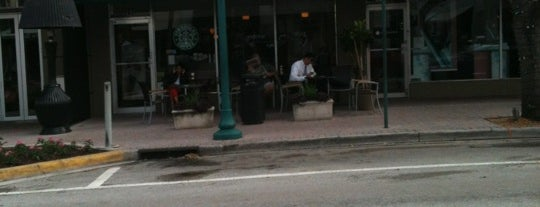 Starbucks is one of Lugares favoritos de Alex.