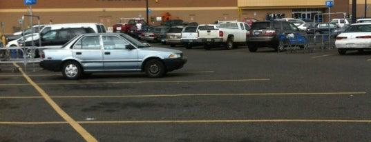 Walmart is one of Orte, die Andrea gefallen.