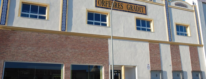 Orfebres Gradit is one of Comercio de Lucena.