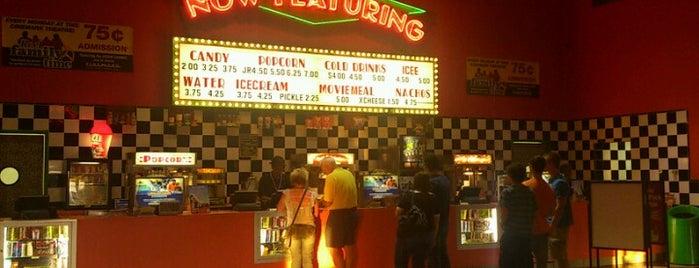 Cinemark is one of Locais curtidos por Brendiflex.