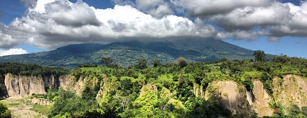 Ngarai Sianok is one of Destination In Indonesia.