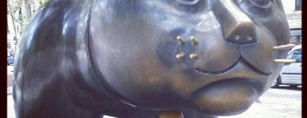 El Gato de Botero is one of Barcelona bucket list.