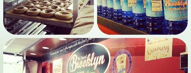 Brooklyn Water Bagel Co is one of Locais salvos de Krissy.