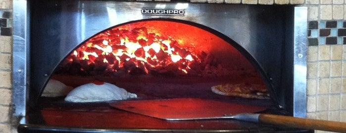 Britt's Pizza is one of Tempat yang Disukai Scott.