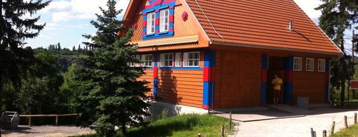 Gočárovy domy is one of Navštiv 200 nejlepších míst v Praze.