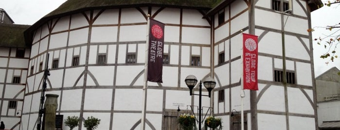 Shakespeare's Globe Theatre is one of Londres / London.