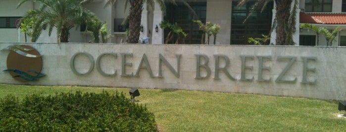 Ocean Breeze Restaurant & Bar is one of Stephanie'nin Beğendiği Mekanlar.