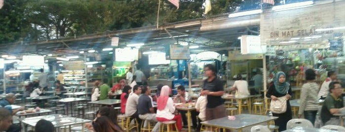 Padang Brown Food Court is one of Posti che sono piaciuti a Rahmat.