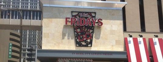 TGI Fridays is one of carlaさんのお気に入りスポット.