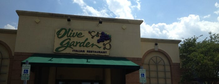 Olive Garden is one of Lugares favoritos de Noah.