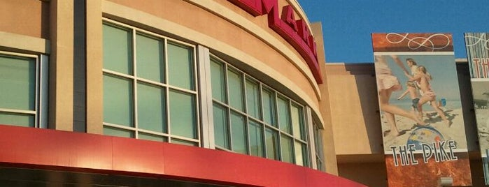 Cinemark is one of Orte, die R gefallen.