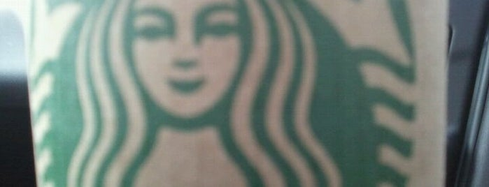 Starbucks is one of Lieux qui ont plu à Hiroshi ♛.
