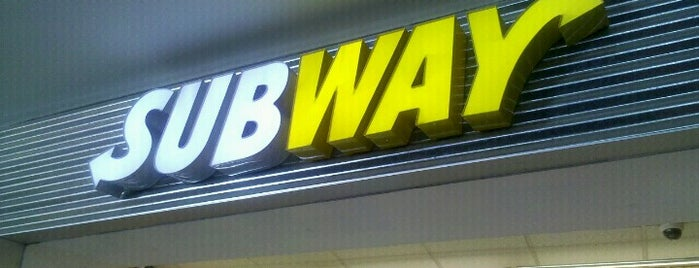Subway is one of Locais curtidos por Christopher.