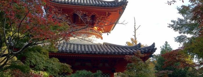三滝寺 is one of สถานที่ที่ Jase ถูกใจ.