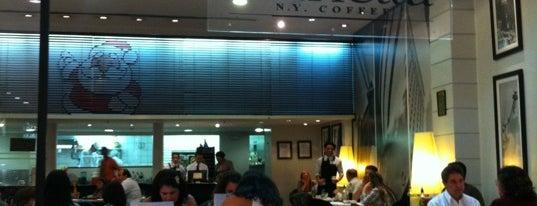 Marietta Café is one of Locais curtidos por Larissa.