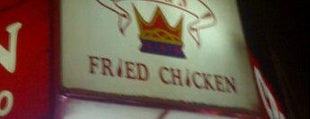 Crown Fried Chicken is one of Orte, die Sandy gefallen.
