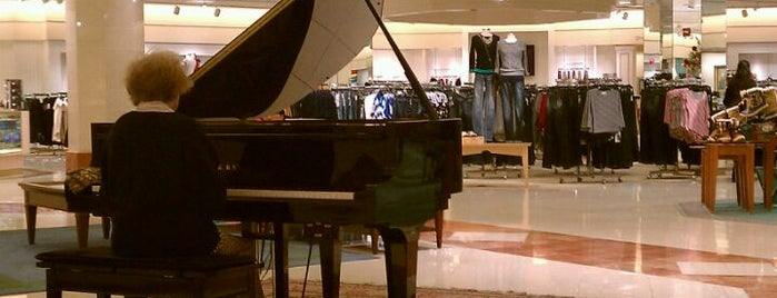 Von Maur is one of Locais curtidos por Nina.