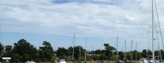 Deep Point Marina is one of Lieux qui ont plu à Sarah Jane.