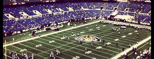 M&T Bank Stadium is one of Tempat yang Disukai Naked.