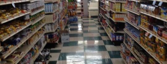 Peterson's Market is one of Orte, die Chris gefallen.