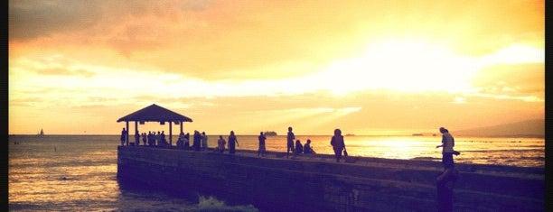 Waikiki Beach Walls is one of สถานที่ที่บันทึกไว้ของ Mary.