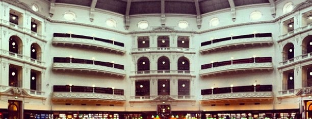 State Library of Victoria is one of Tempat yang Disukai Mike.