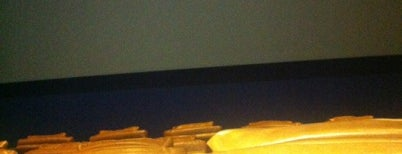 Cinemax is one of Lugares favoritos de Kerim.