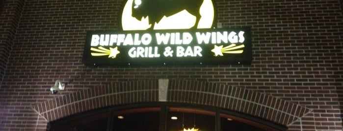 Buffalo Wild Wings is one of Orte, die Jt gefallen.