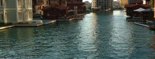 Ortaköy Meydanı is one of สถานที่ที่ Ebru ถูกใจ.