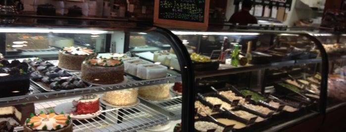 TooJay's Gourmet Deli is one of Tempat yang Disukai Ben.