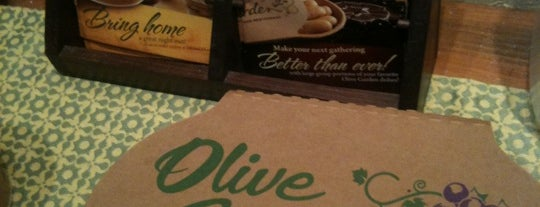 Olive Garden is one of Locais curtidos por Annette.