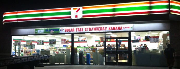 7-Eleven is one of Locais curtidos por Karen.