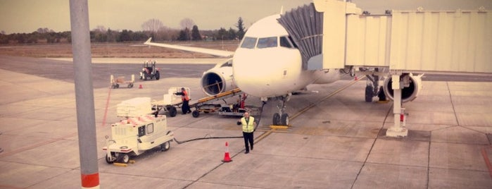 Aeropuerto Cañal Bajo - Carlos Hott Siebert (ZOS) is one of Orte, die LAN gefallen.