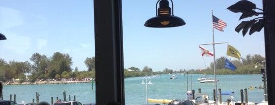 Crow's Nest Marina Restaurant is one of Gespeicherte Orte von Lindsay.