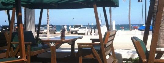 Oasis Cafe is one of Locais curtidos por Ryan.