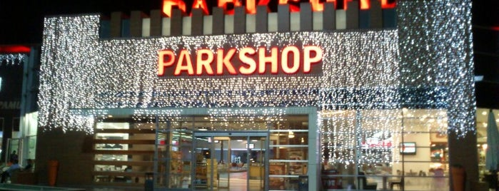 Parkshop Outlet is one of Orte, die Kenan gefallen.