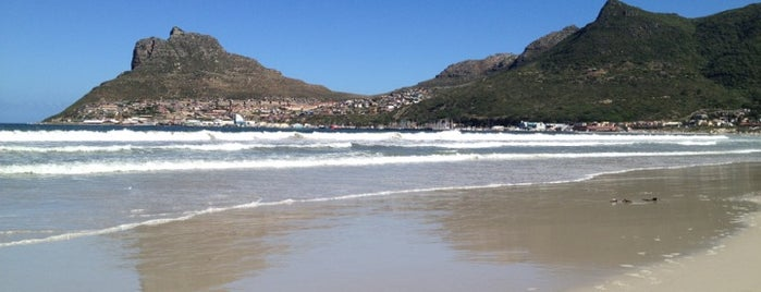 Hout Bay Beach is one of lua de mel.