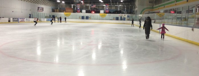 Kendall Ice Arena is one of Lugares favoritos de Val.