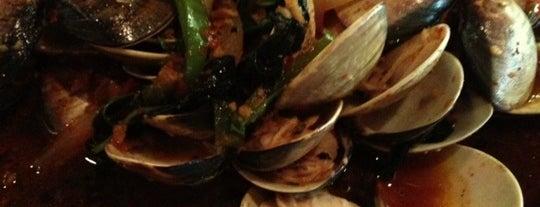 Benjarong Authentic Thai Cuisine is one of Shannon : понравившиеся места.