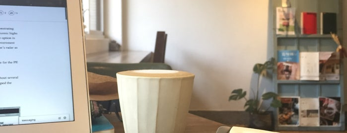 旅徙 Voyager Cafe is one of taipei cafes to work at..