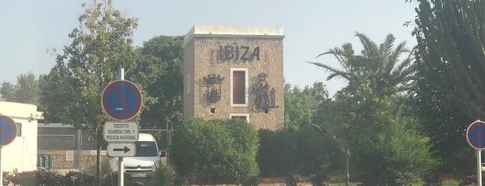 Aeroporto de Ibiza (IBZ) is one of Locais curtidos por Marlyn Guzman.
