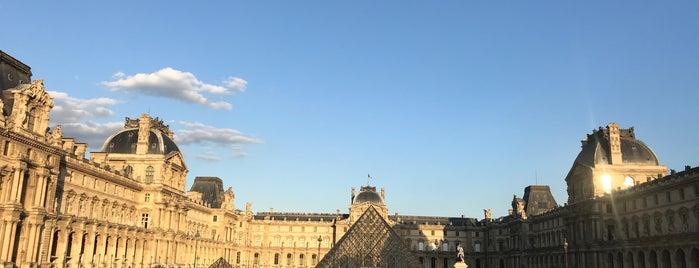 Vestige de la Forteresse du Louvre is one of スペイン、フランス.