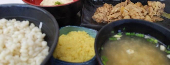 Yoshinoya is one of สถานที่ที่ Flore ถูกใจ.