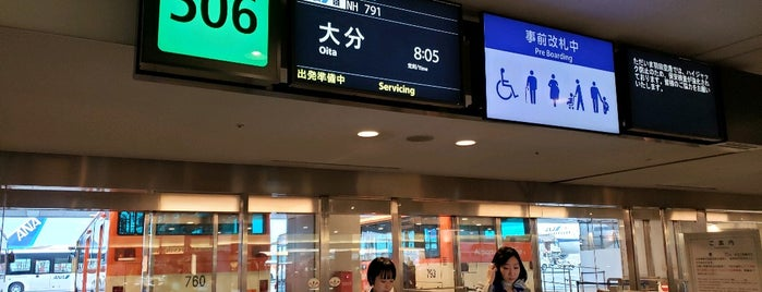 Gate 506 is one of 羽田空港 第2ターミナル 搭乗口 HND terminal2 gate.