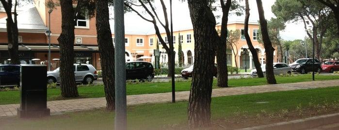 Plaza de la Moraleja is one of Lieux qui ont plu à Diego.