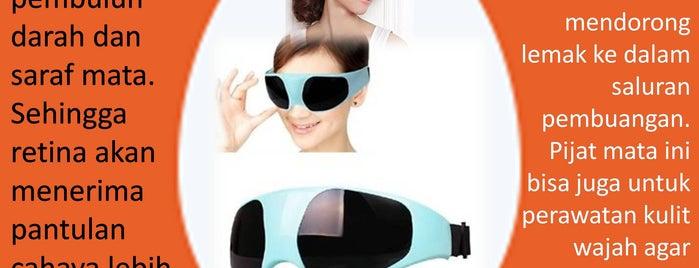 Luxurious Massager 11 in 1 Alat Pijat Thumper New Shark Hammer Massager is one of Sunmas Foot Massager 님이 좋아한 장소.