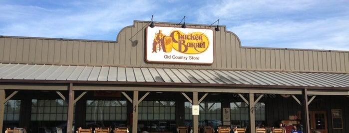 Cracker Barrel Old Country Store is one of Orte, die Bayana gefallen.