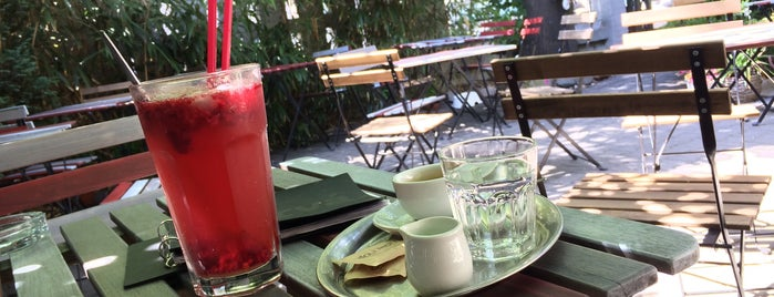 Kavárna POTRVÁ is one of Kde si pochutnáte na kávě doubleshot?.