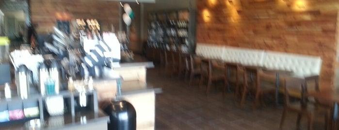 Starbucks is one of Lieux qui ont plu à Youssef.